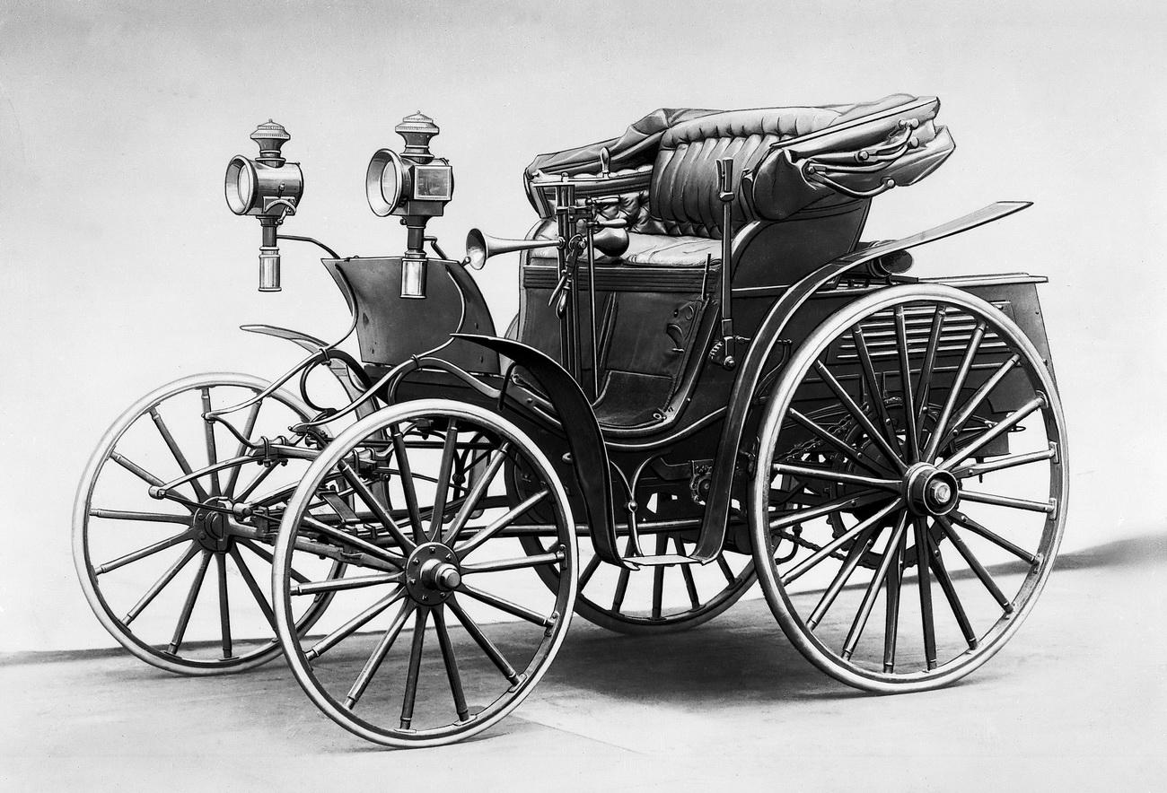 Первый четырехколесный автомобиль