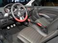 Opel Adam 2015 салон, водительское сиденье