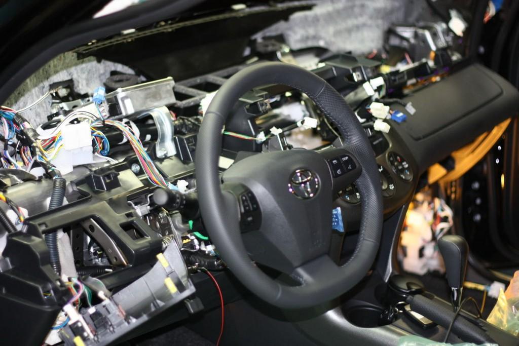 фотография разобранной системы автомобиля