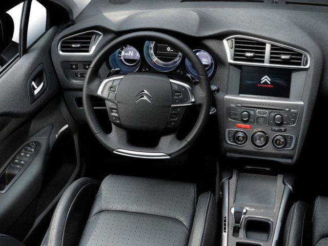 Citroen С4 - интерьер автомобиля