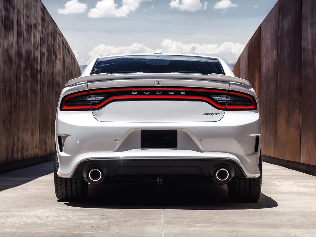 Dodge Charger SRT Hellcat экстерьер машины с задней части