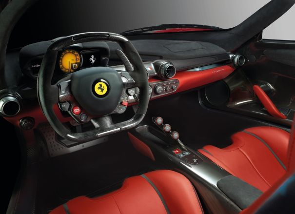 Интерьер автомобиля Ferrari LaFerrari Spider 2016