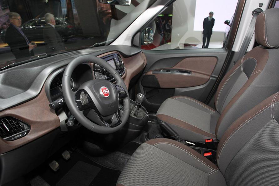 Fiat Doblo Trekking - интерьер машины, салон