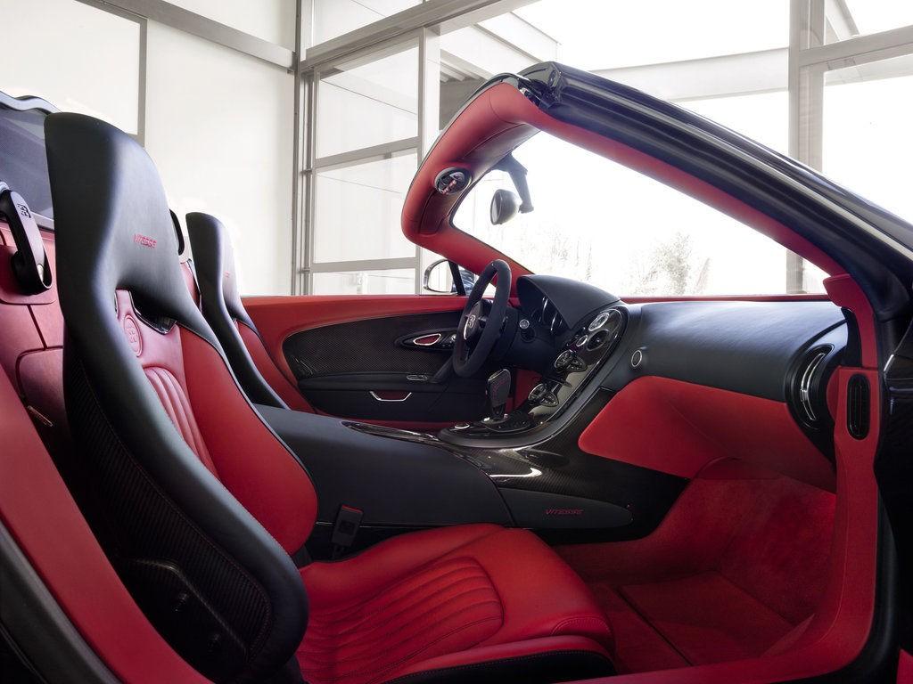 Интерьер Bugatti Veyron